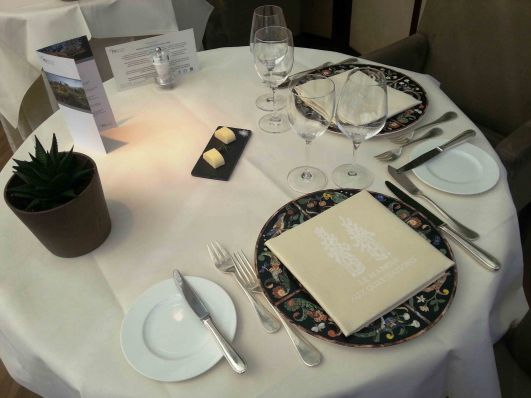 table-setting-