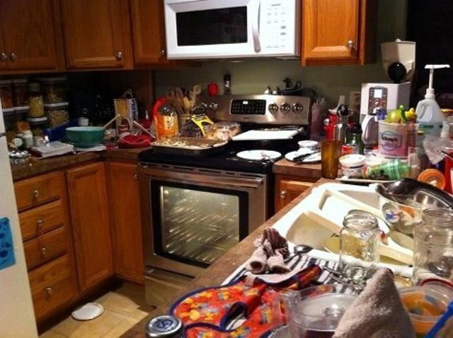 Messy-Kitchen-7